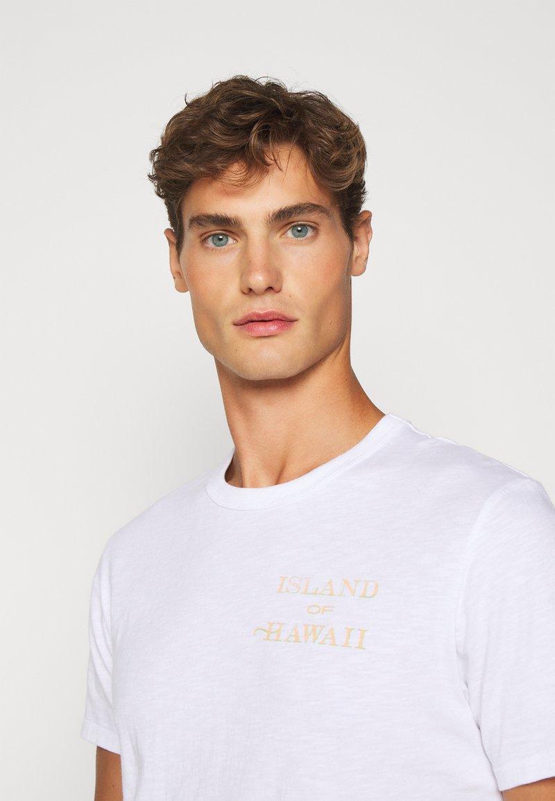 J.CREW SLUB HAWAII MAP GRAPHIC TEE - T-Shirt print - white/weiß wsuW0j