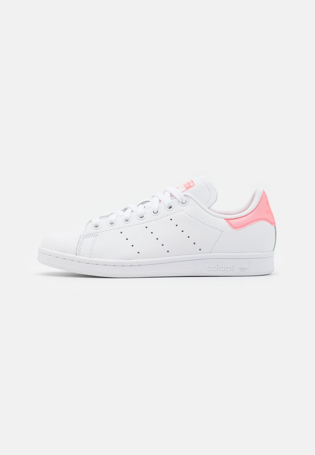 STAN SMITH SPORTS INSPIRED SHOES - Sneakers basse - footwear white/signal pink