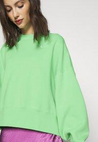 Nike Sportswear - CREW TREND - Sweatshirt - cucumber calm/white - 5