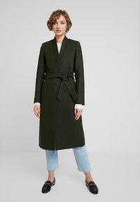 IVY & OAK - Płaszcz wełniany /Płaszcz klasyczny - iris leaf - 0