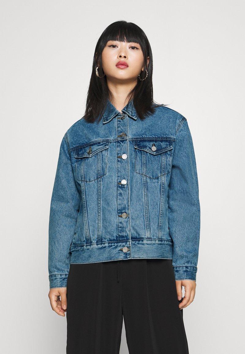 Missguided Petite - Denim jacket - stonewash