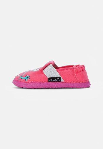 MOONSTAR - Slippers - rosa