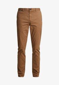 MOTT CLASSIC - Chino kalhoty - coffee