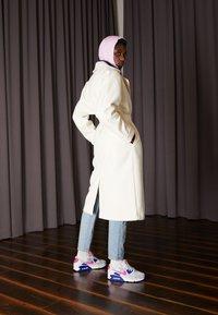 Nike Sportswear - AIR MAX 90 - Sneakers laag - white/hyper pink/concord/pure platinum/black - 0