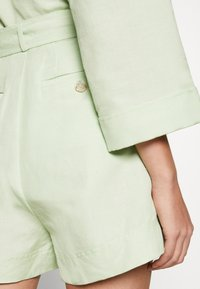 CMEO COLLECTIVE - POSSIBLE - Shorts - citron - 3