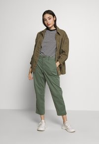 GAP Petite - HIGH RISE STRAIGHT - Trousers - olive - 1