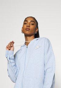 Nike Sportswear - HOODIE EARTH DAY - veste en sweat zippée - light armory blue/heater/white - 3