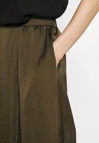 NAF NAF - HELENE - Maxi sukně - new kaki - 5