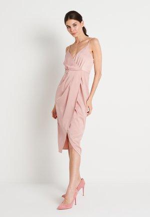ZALANDO X NA-KD FRONT SLIT DRAPED DRESS - Robe de soirée - dusty pink
