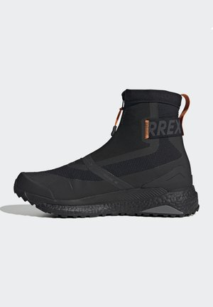 TERREX BOOST COLD.RDY PRIMEKNIT HIKING SHOES - Hiking shoes - schwarz / orange