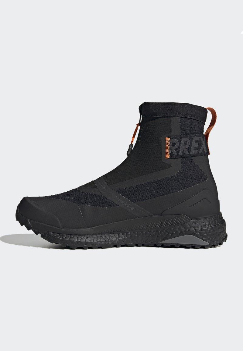 adidas Performance - TERREX BOOST COLD.RDY PRIMEKNIT HIKING SHOES - Chaussures de marche - schwarz / orange