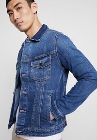 Jack & Jones - JJIALVIN JJJACKET - Denim jacket - blue denim - 4