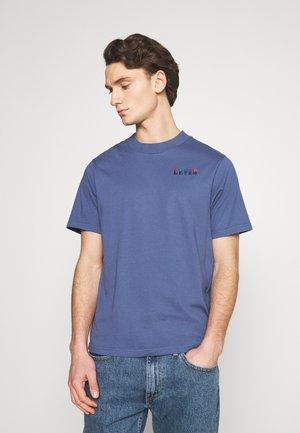 GRAPHIC MOCKNECK TEE UNISEX - T-shirt imprimé - blue indigo