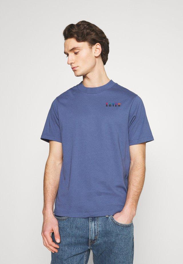GRAPHIC MOCKNECK TEE UNISEX - T-shirt con stampa - blue indigo