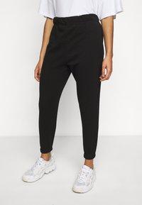 Vero Moda Petite - VMELLA BASIC PANT - Trousers - black - 3
