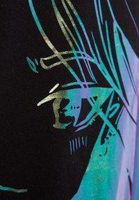 Bershka - MIT PRINT BILLIE EILISH X - T-shirts print - black - 5