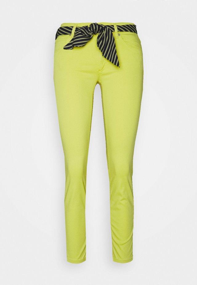 LULEA - Pantalones - sunny lime