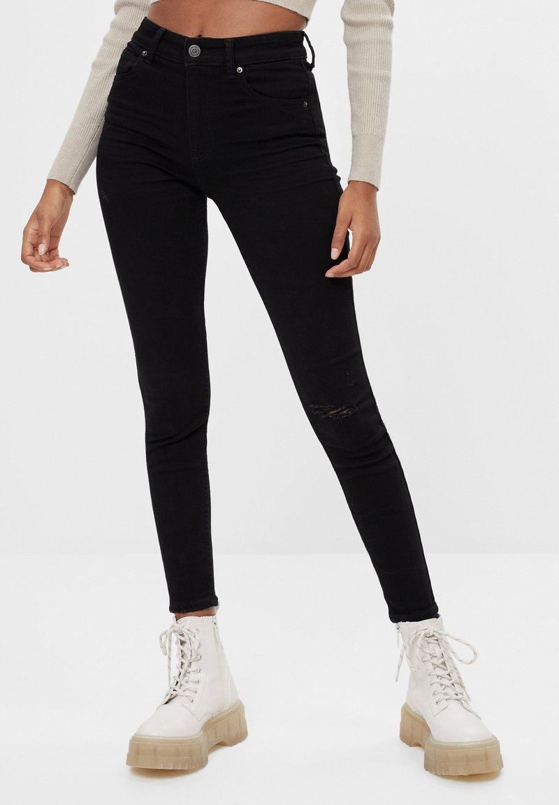 Bershka - MIT HOHEM BUND  - Jeans Skinny Fit - black
