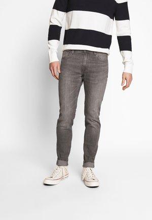 ROSKEY - Jean slim - gris