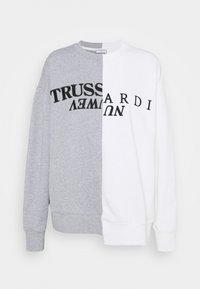 Trussardi - OFFSET PRINT - Mikina - white/grey - 0