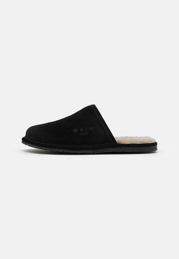 LANGLEY HOUSE SLIPPER - Slippers - black/beige