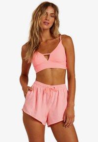 Billabong - SOL SEARCHER - Swimming shorts - acid pink - 0