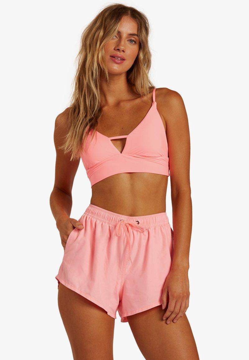 Billabong - SOL SEARCHER - Swimming shorts - acid pink
