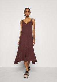 Zign - Vestito di maglina - brown - 0