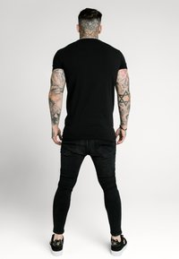 SIKSILK - SIKSILK  PRESTIGE TEE - Print T-shirt - black & gold - 2