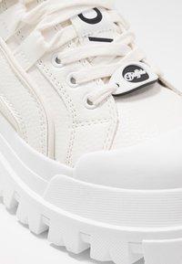 Buffalo - ASPHA MID - Baskets montantes - white - 2
