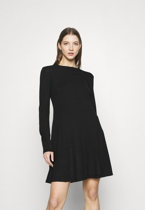 PCGILAYA ONECK DRESS - Pletené šaty - black
