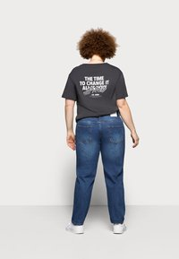 Glamorous Curve - RIPPED CECE - Relaxed fit jeans - dark blue wash - 2