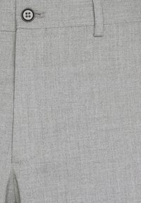 Selected Homme - SLHSLIM MYLOLOGAN CROP - Trousers - light grey melange - 5