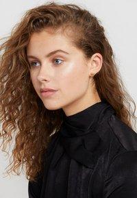 Versace - Earrings - oro caldo - 4