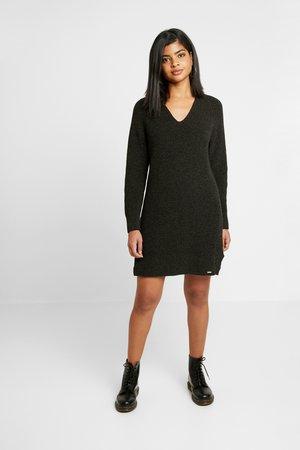 MARISSA DRESS - Strikket kjole - deep khaki