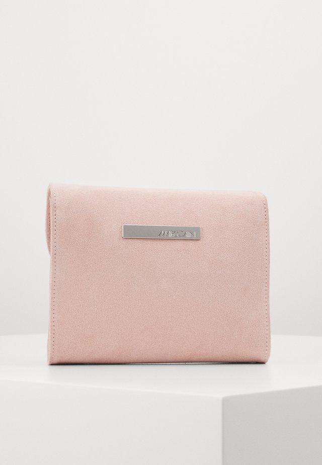 Clutch - pink