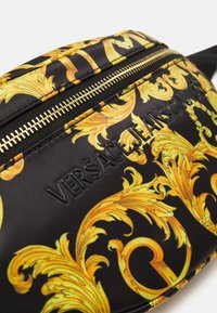 Versace Jeans Couture - SHELLY BELTBAG - Heuptas - black - 5