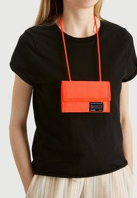 PULL&BEAR - Wallet - coral - 1