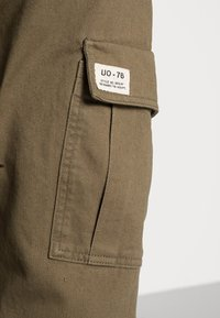 BDG Urban Outfitters - AUTHENTIC CARGO PANT - Cargo trousers - khaki - 4