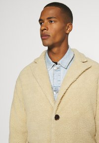 Another Influence - MABEL LONGLINE BORG OVERCOAT - Classic coat - ecru - 4