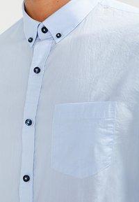 Zalando Essentials - Camisa - light blue - 3