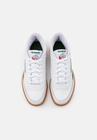 Reebok Classic - CLUB C REVENGE - Baskets basses - white/utility green - 3