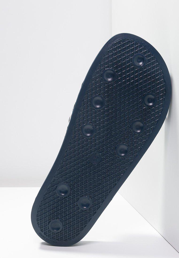 Últimas Colecciones Calzado de hombre adidas Originals ADILETTE Chanclas de baño blue/white QN6ftD