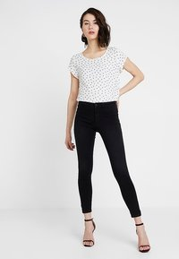 ONLY - ONLPEGGY PUSH UP ANKLE - Jeans Skinny Fit - black denim - 1