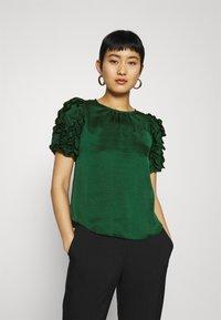 Dorothy Perkins - 3D SLEEVE TEE - Blouse - green - 0
