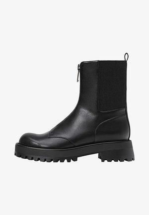 MIT REISSVERSCHLUSS UND PROFILSOHLE - Classic ankle boots - black