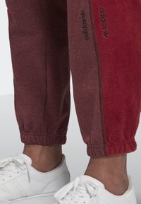 adidas Originals - R.Y.V. SWEAT JOGGERS - Tracksuit bottoms - red - 5