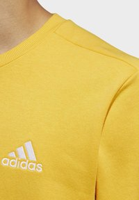 adidas Performance - ESSENTIALS TRAINING SPORTS PULLOVER - Mikina - active gold/white - 5