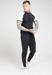 SIKSILK - OXFORD RAGLAN TECH - Shirt - black/white - 1