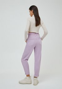 PULL&BEAR - PAPERBAG - Relaxed fit jeans - purple - 2